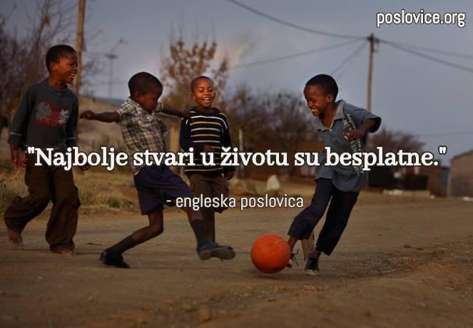 djeca igraju nogomet, sreca, poslovice o smislu